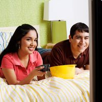 Должен ли быть телевизор в спальне
